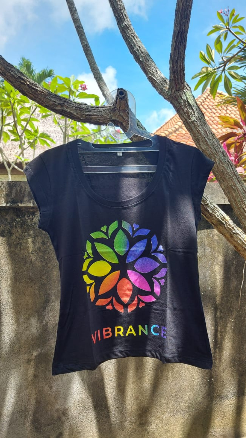 Vibrance T-Shirt Woman Black Medium Petite