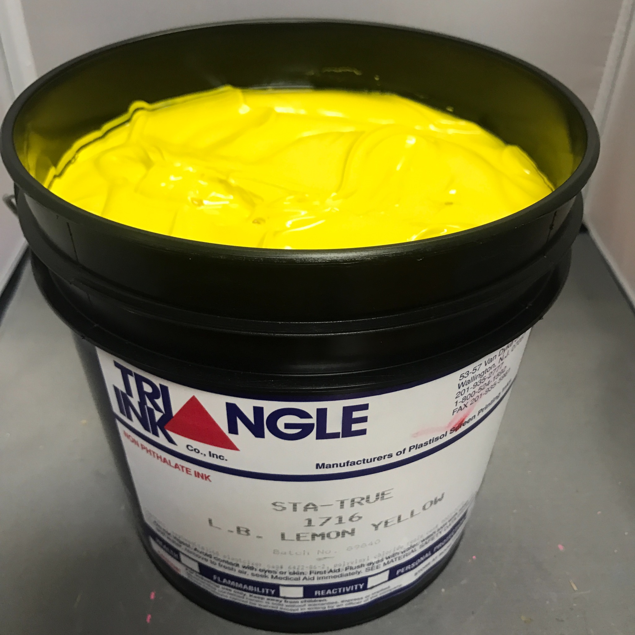 1716 LB Lemon Yellow