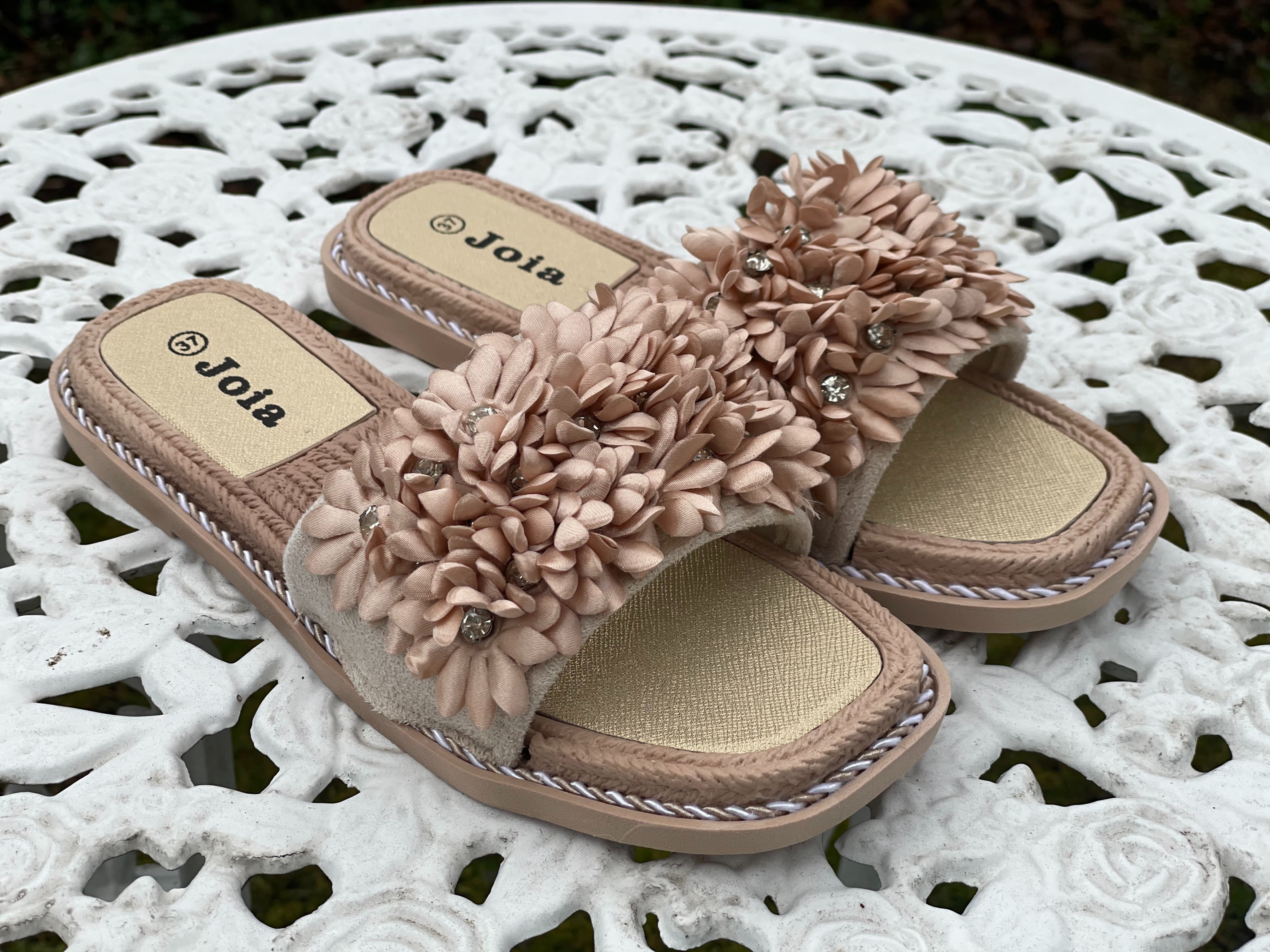 Train of trend, Sandaler med blommor - Beige