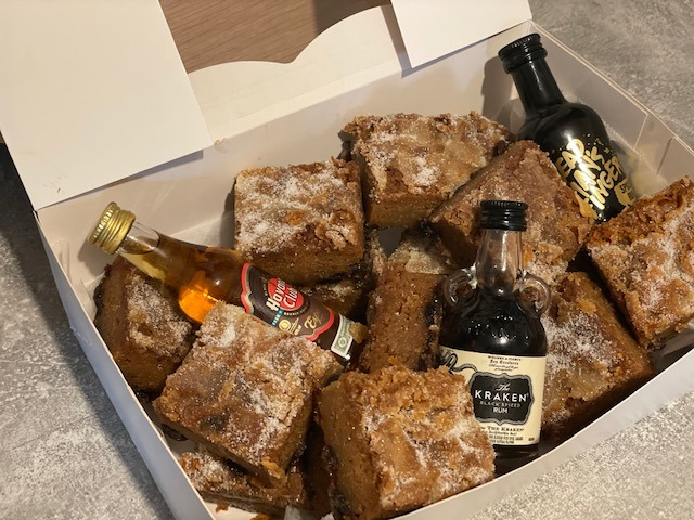 FATHERS DAY - Rum and Raisen Blondies and Minatures Box