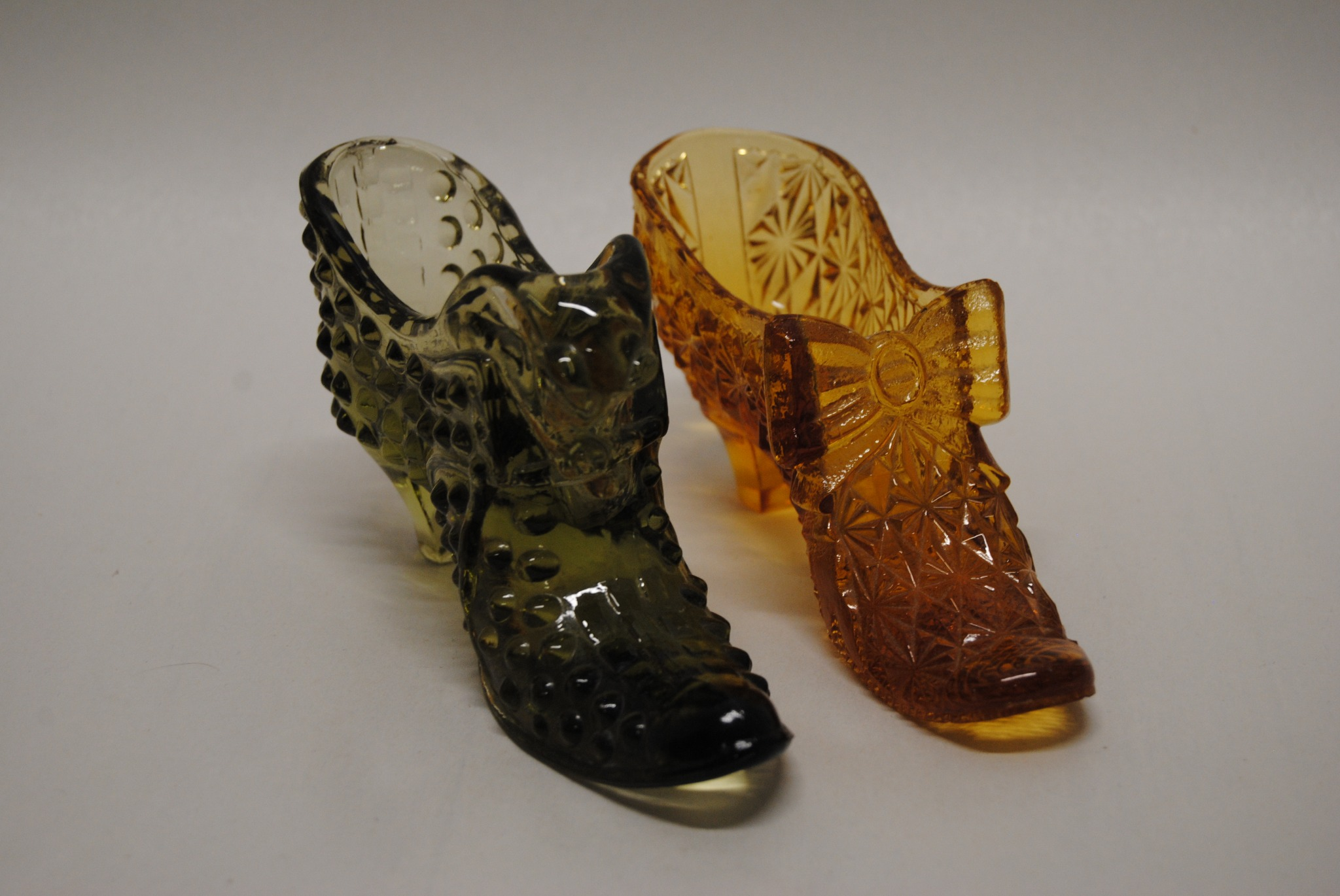 Vintage Lot of 2 Fenton Glass Slippers Green and Amber Glass (T)