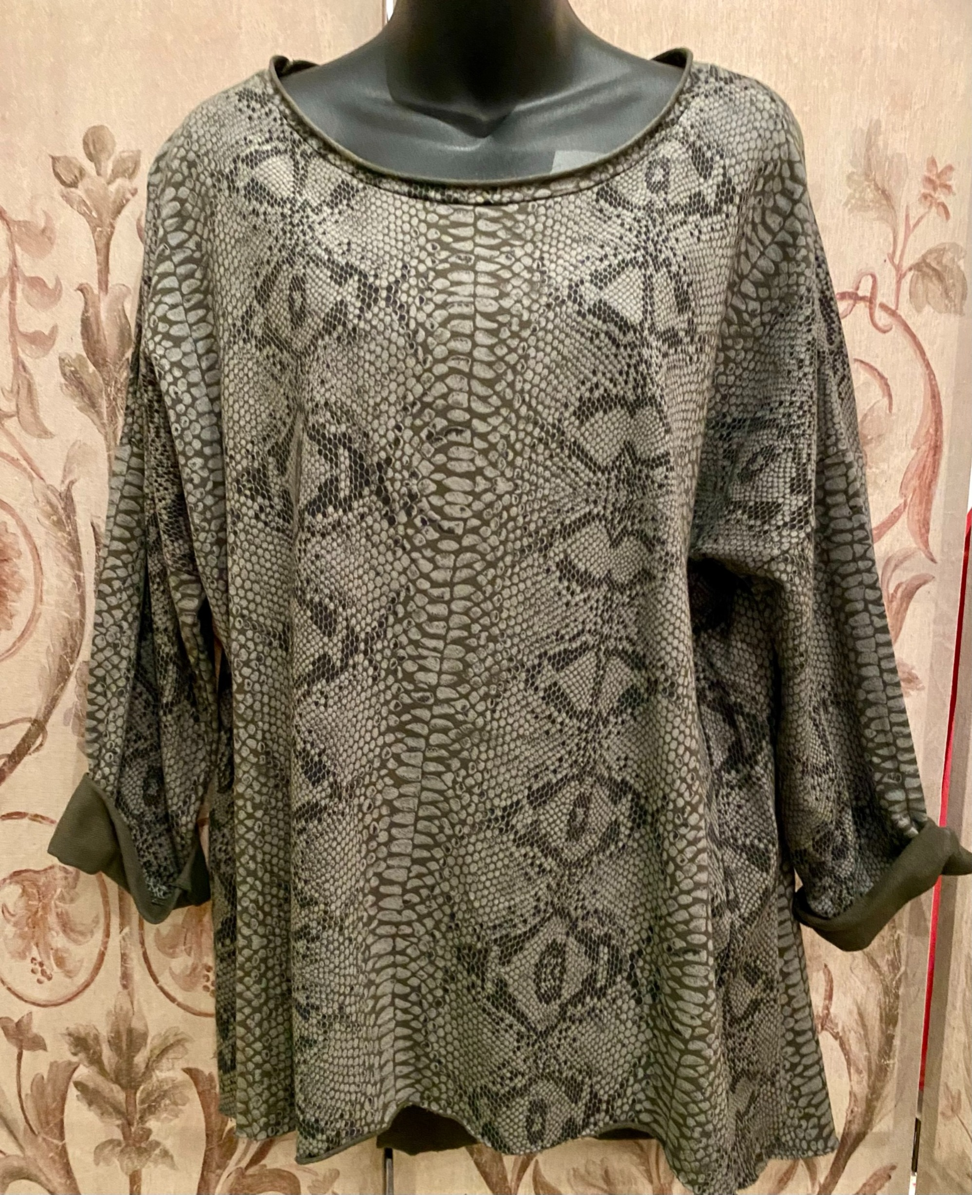 Long sleeved cotton jersey snake print top