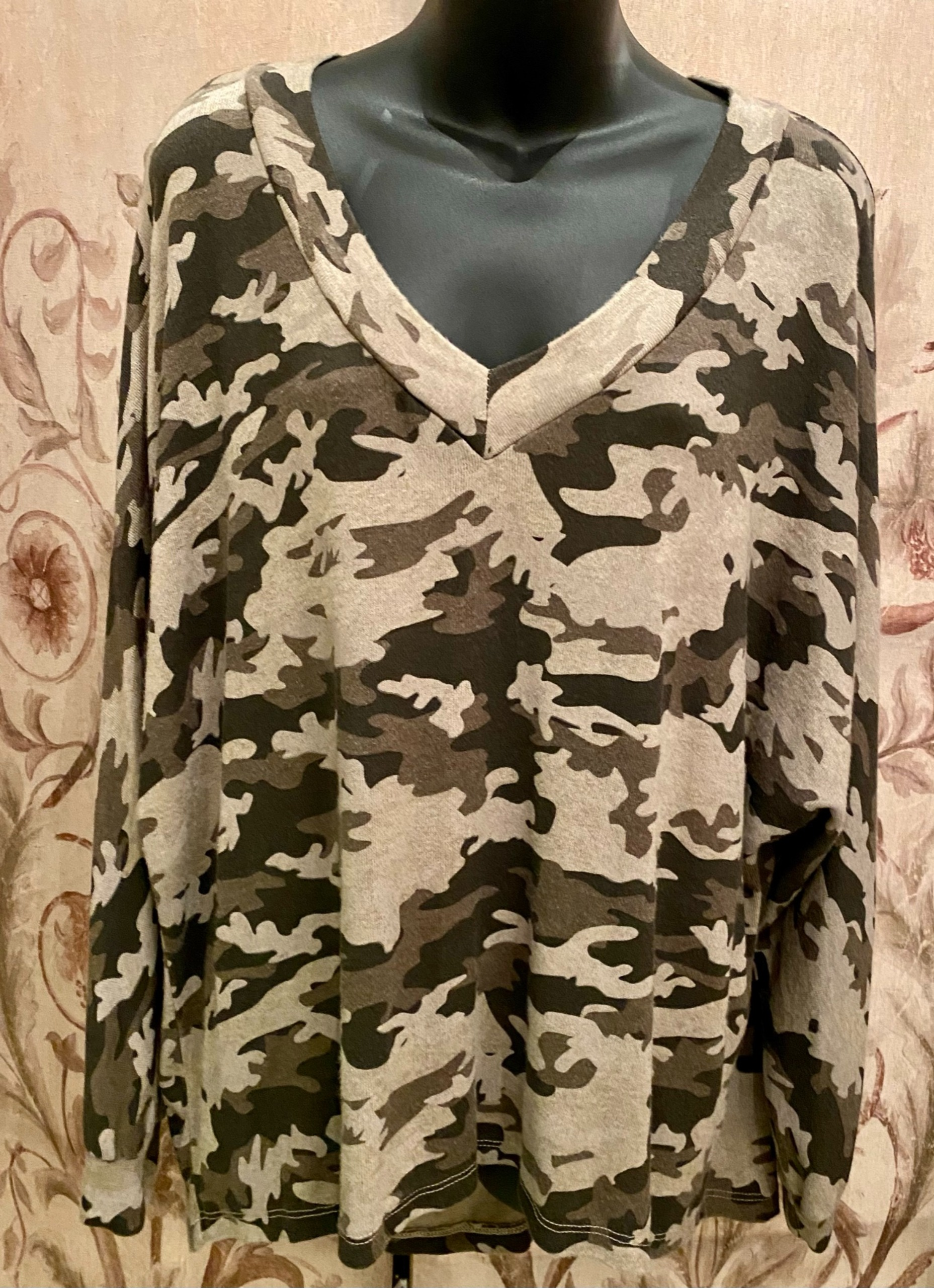 Fine knit v neck batwing camo top