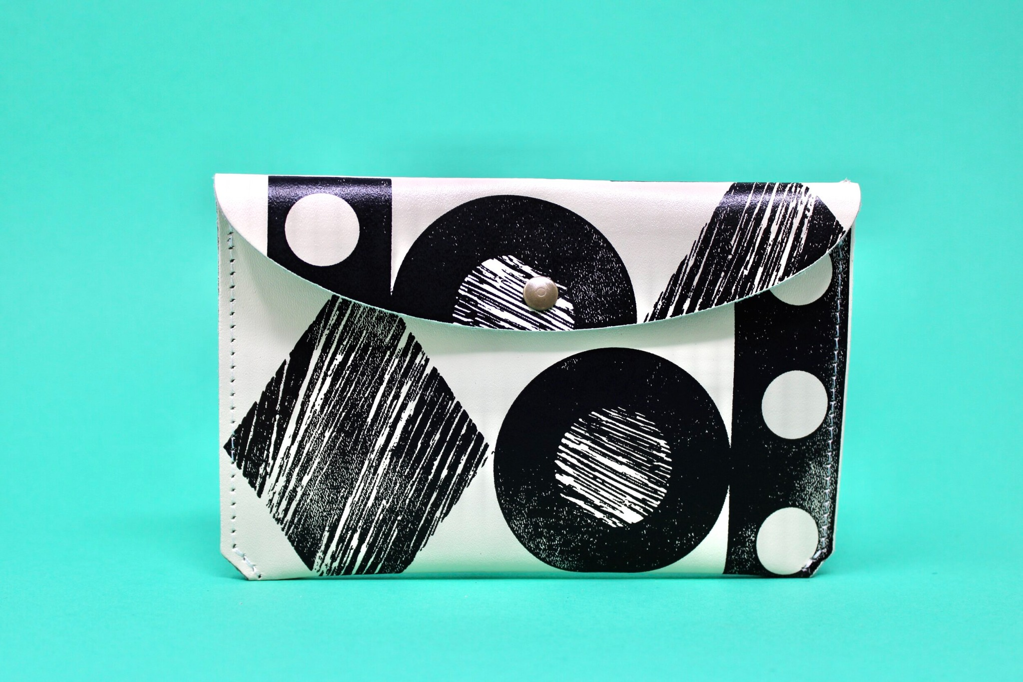 'Throw some shapes' leather purse Cream/Black