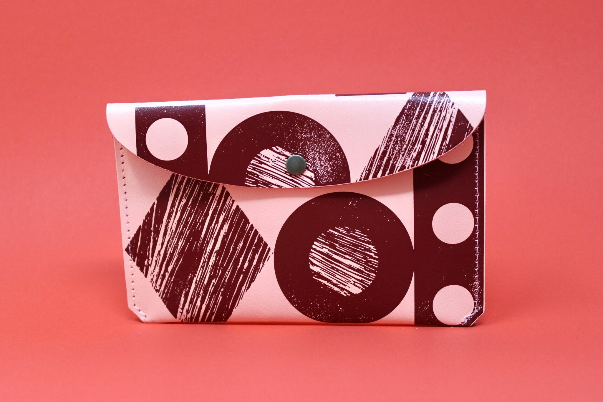 'Throw some shapes' leather purse Pale pink/dark red