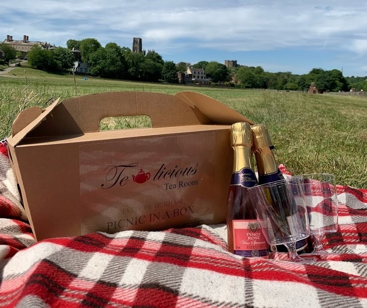 LUXURY PICNIC  IN A BOX  for two