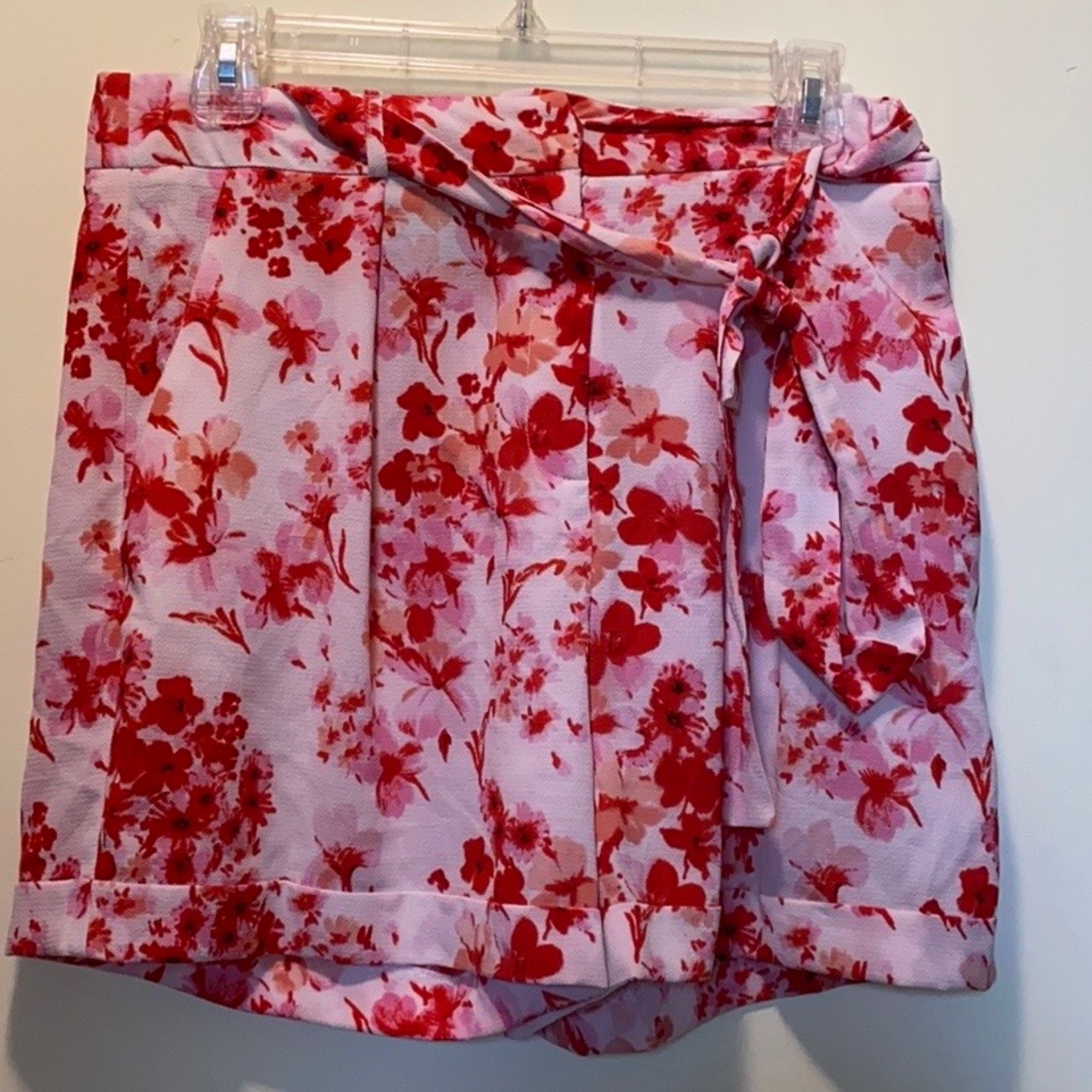 Adorable wide led pink and white floral shorts