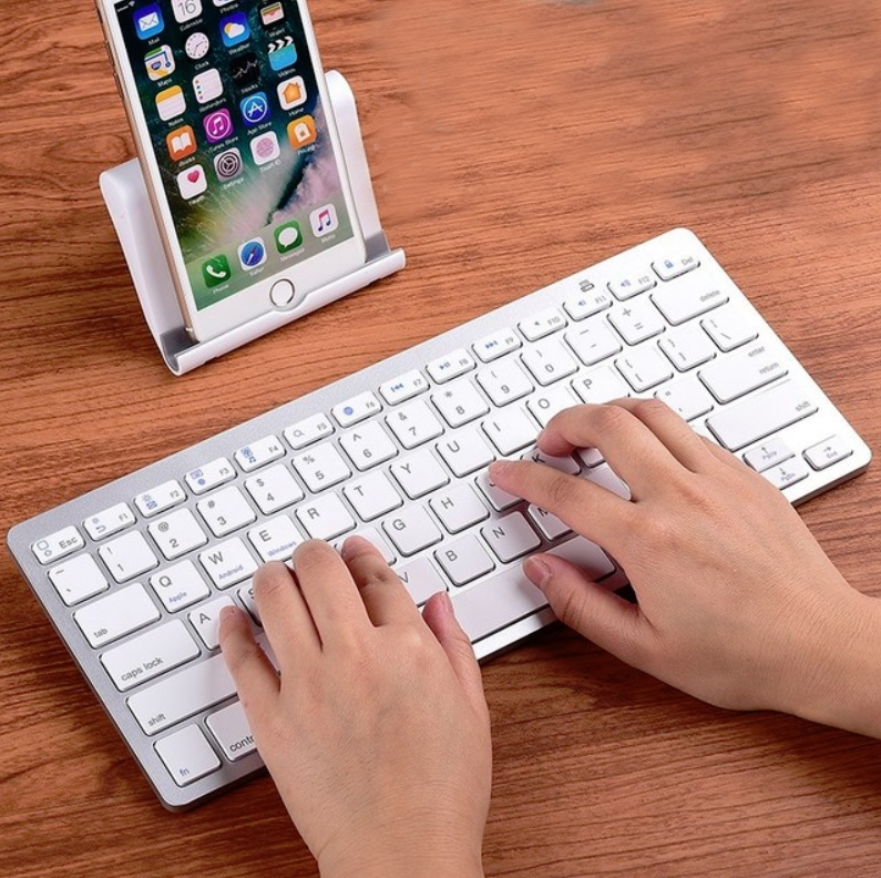 Ultra Thin Wireless Bluetooth Keyboard With Case For iPad / Mobile Phones / Computer (Silver White)
