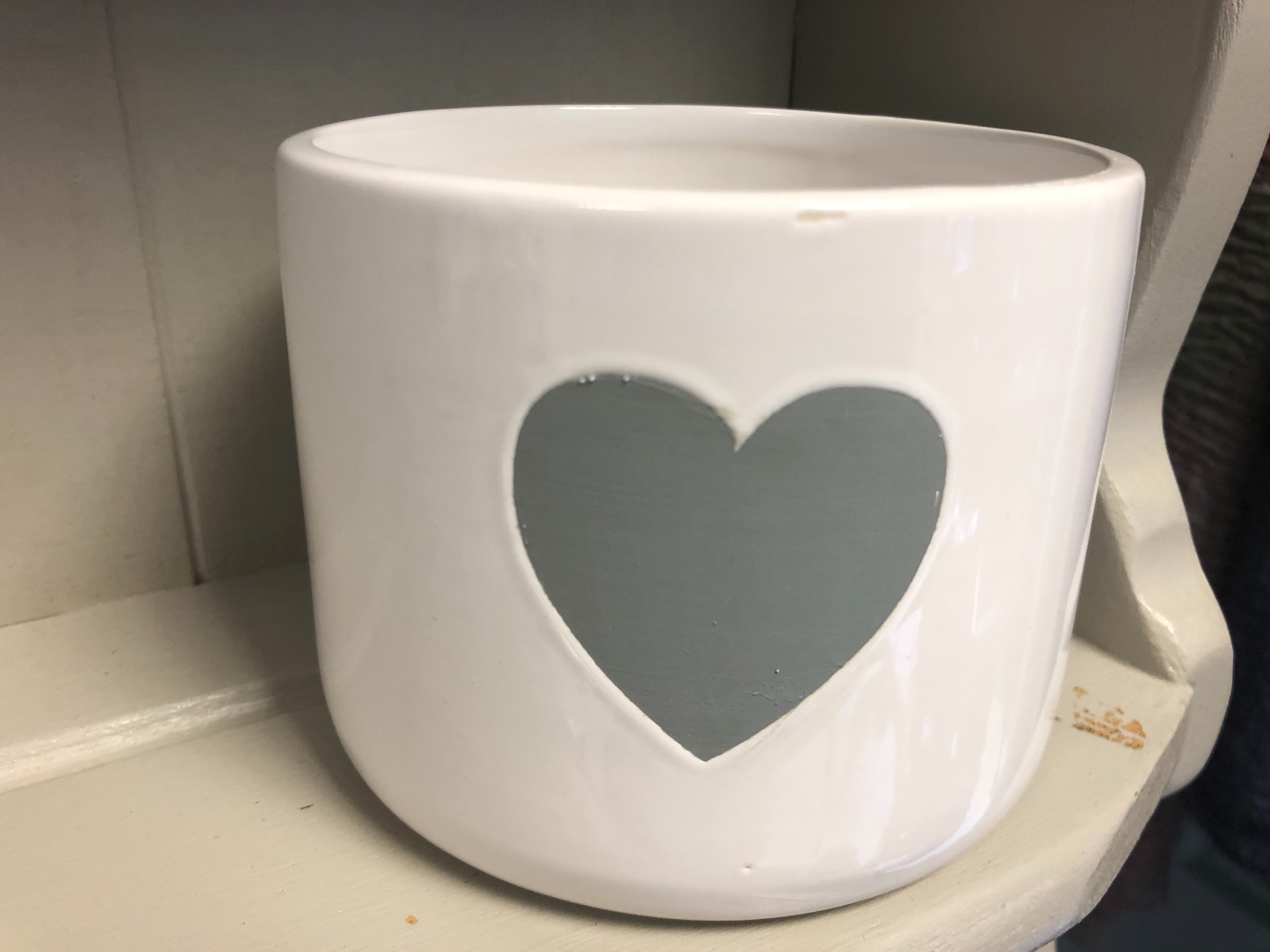 Flossie & Fred White With Grey Heart Plant Pot