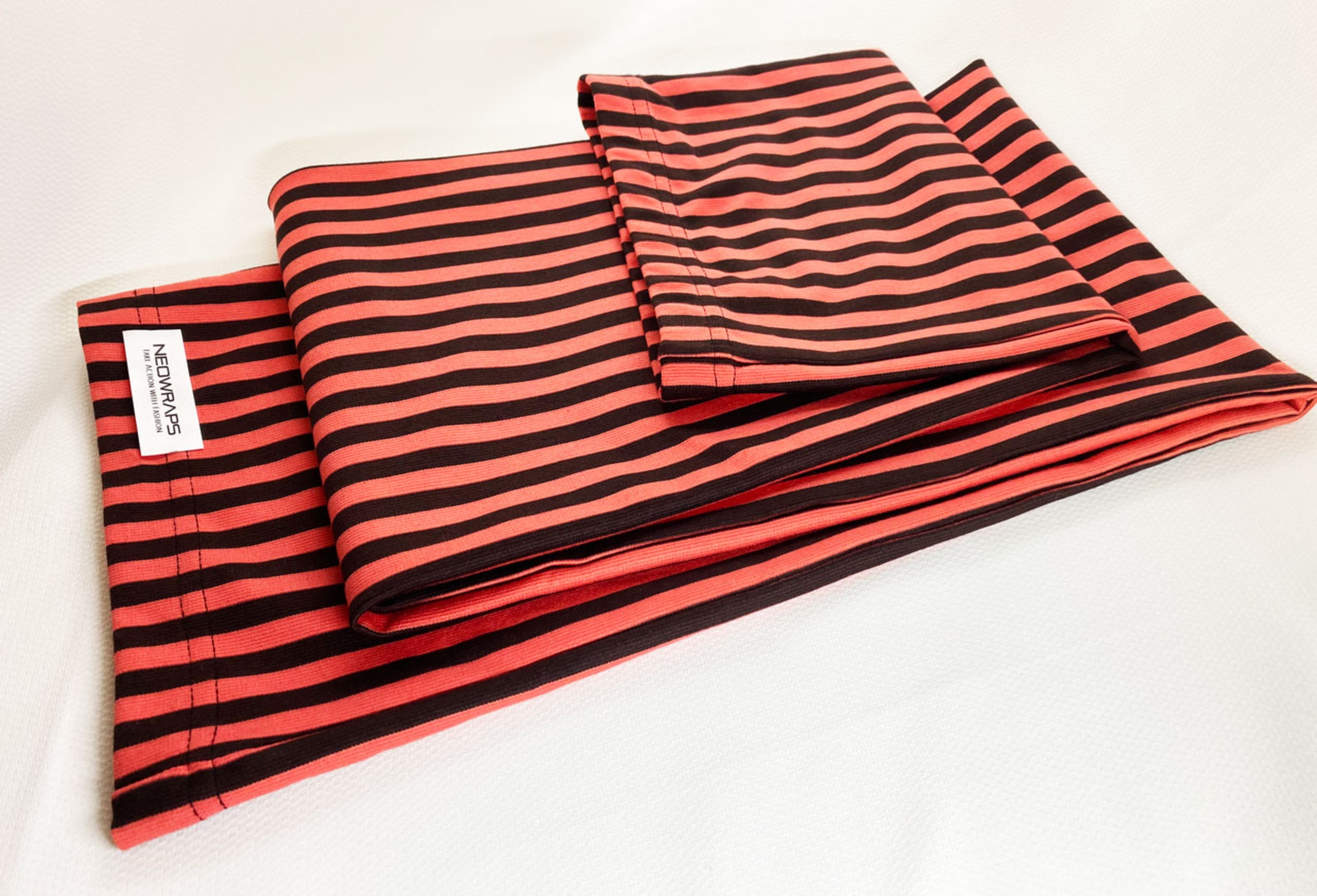 NEOWRAPS | STRIPED VERTICAL | RED & DARK GRAY