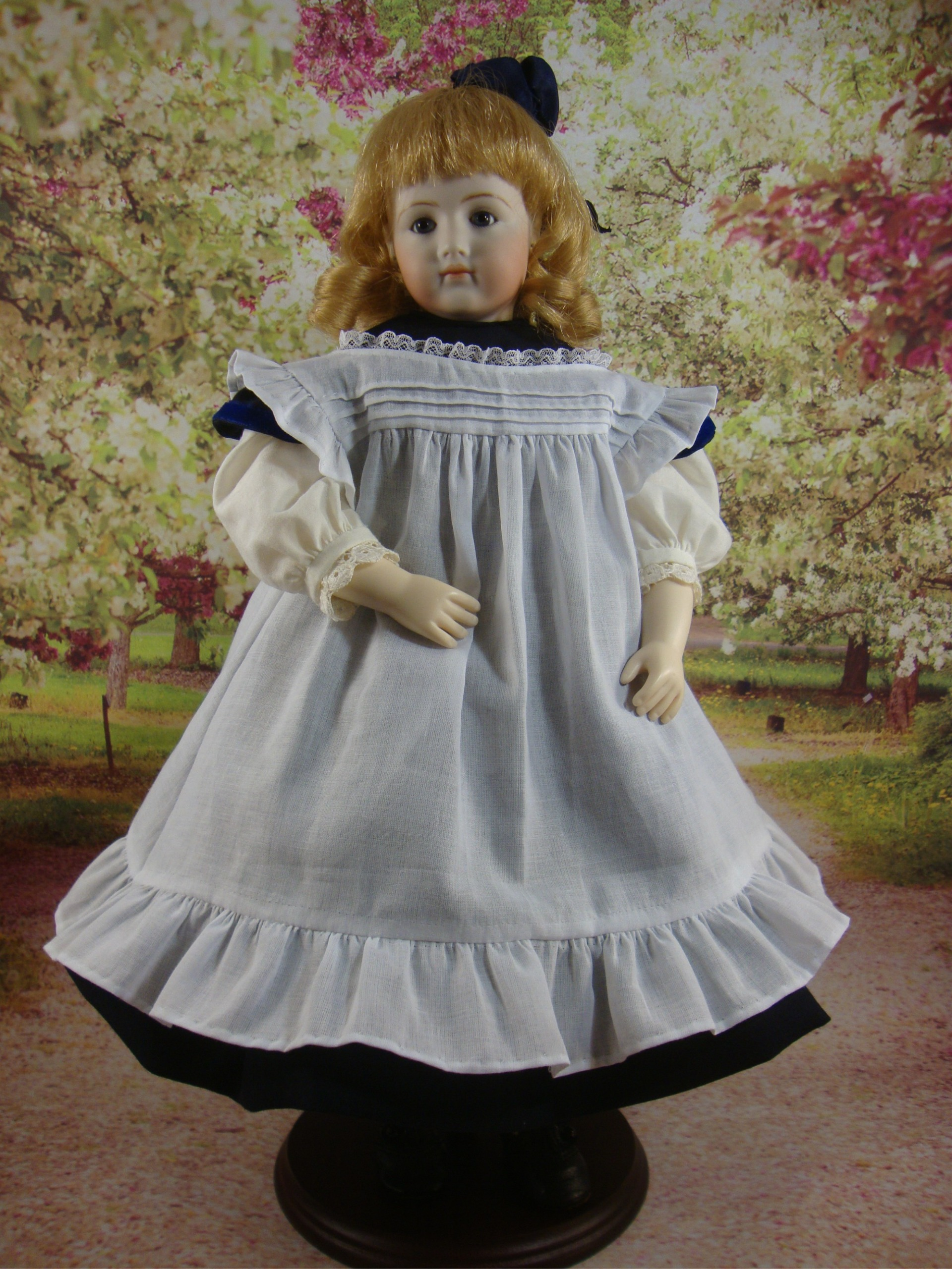 "School Dress and Apron for 12.5"" Jointed Body"