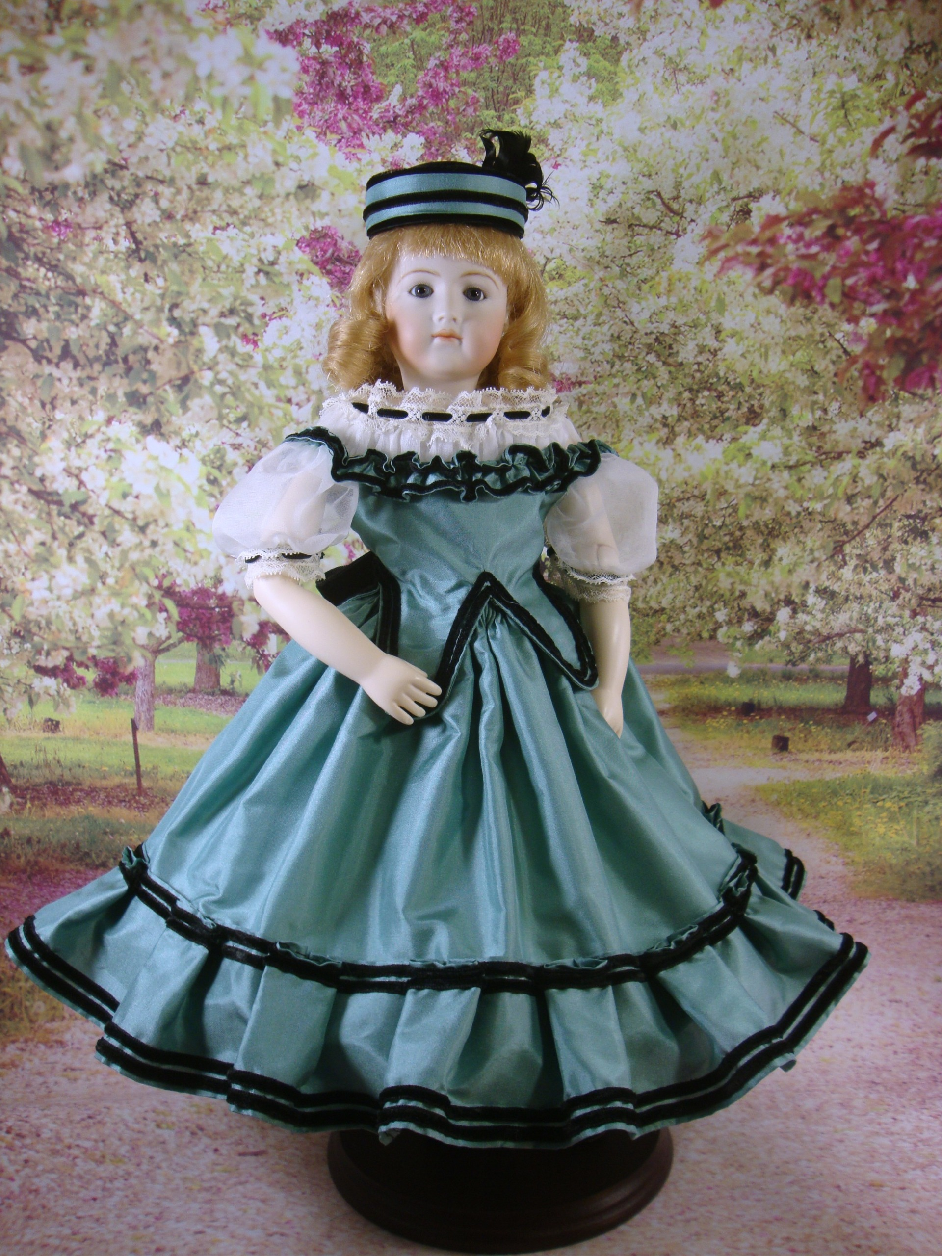 "Green Silk Party Dress Pattern for 12.5"" Jointed Body"