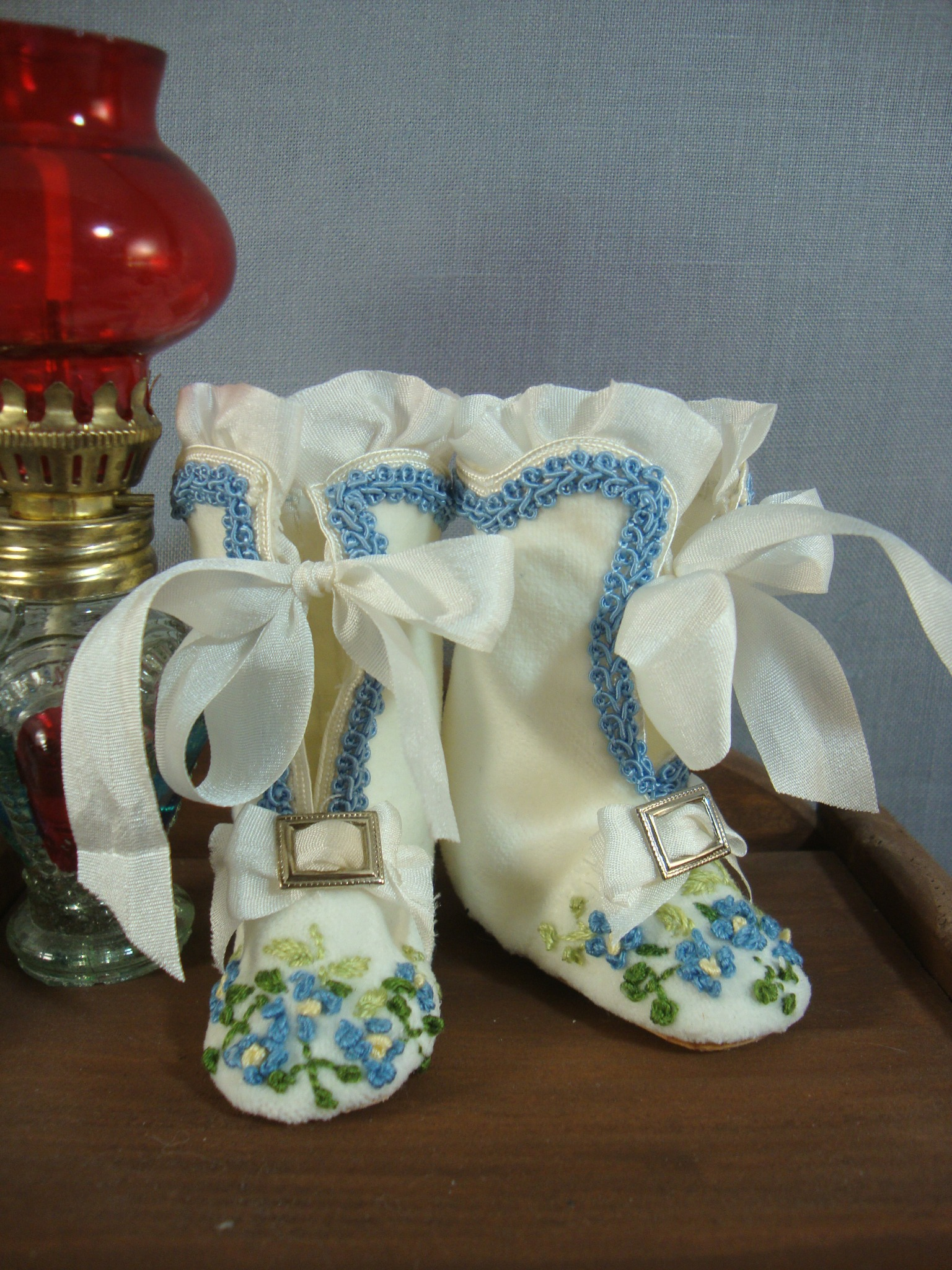 "Embroidered Boots and Slippers for 12.5"" Body"