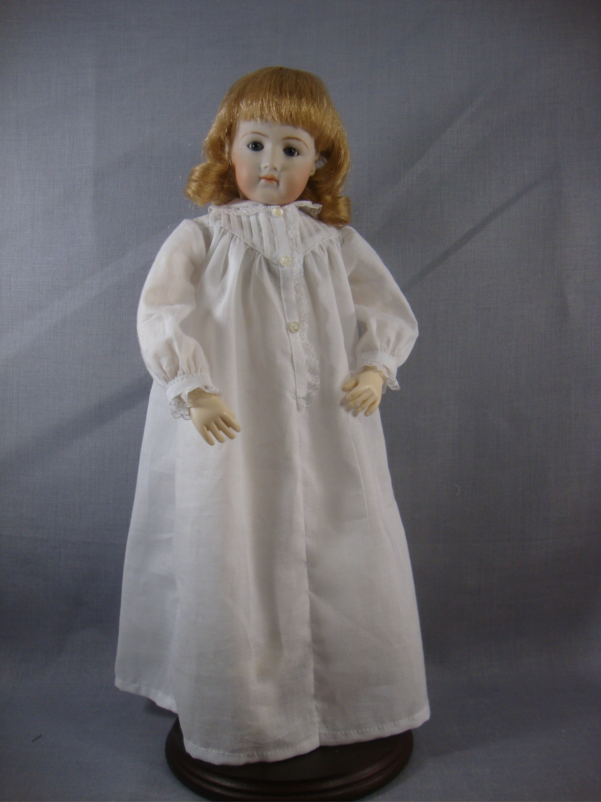 Robe and Long Sleeved Nightgown Pattern for 12.5