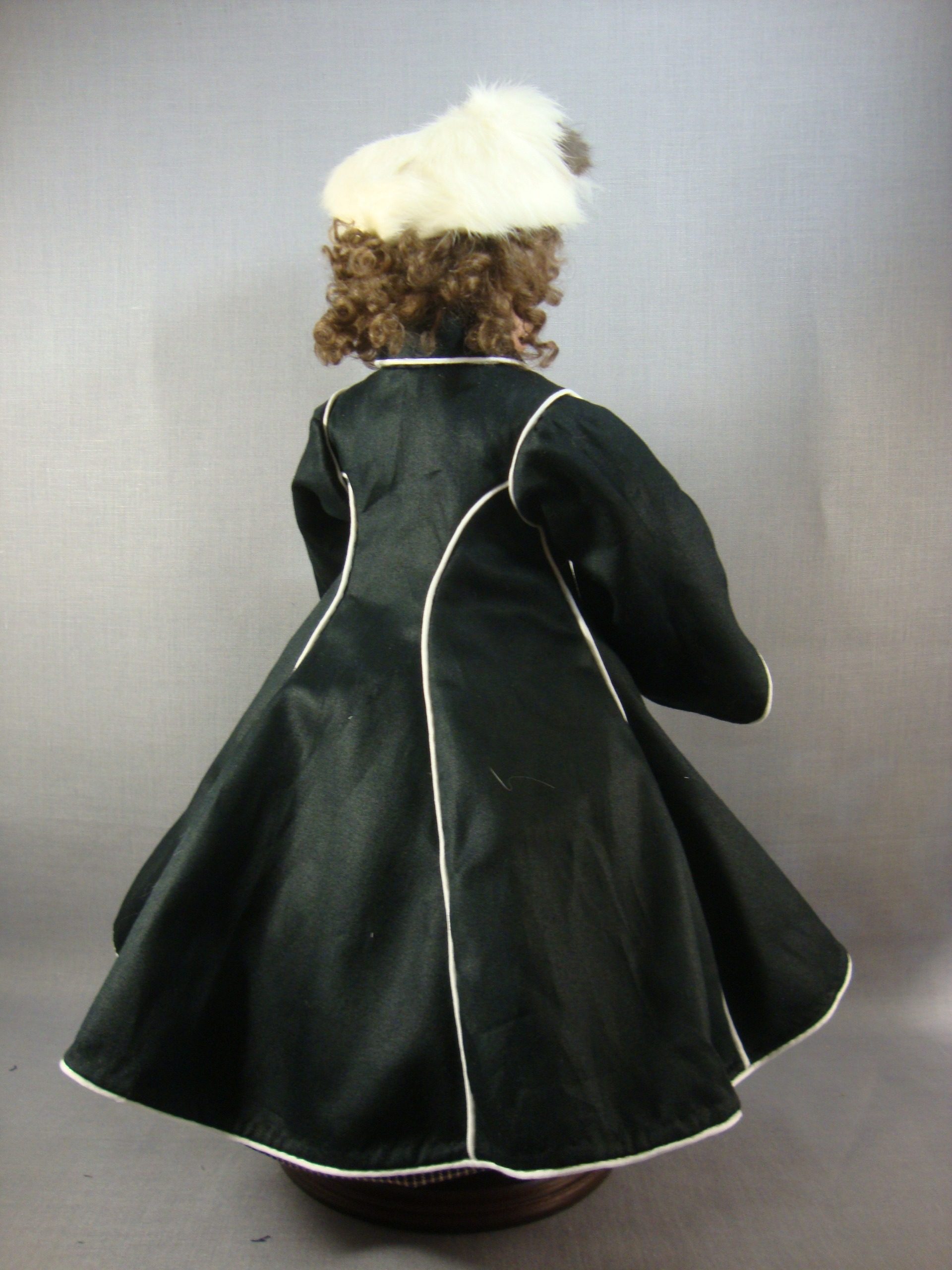 "Huret Style Coat, Hat, Muff and Stole for 12.5"" Body"