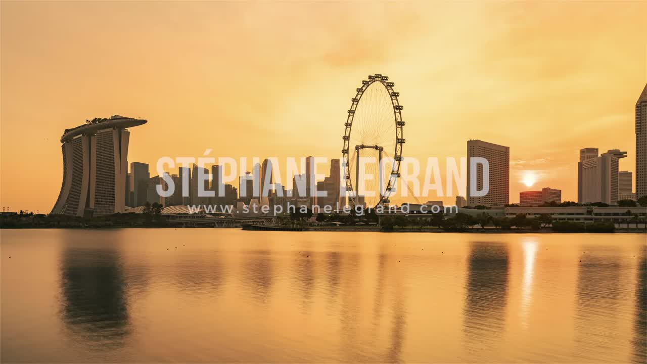 Singapore | The Singaporean skyline and its iconic wheel from Day to Night