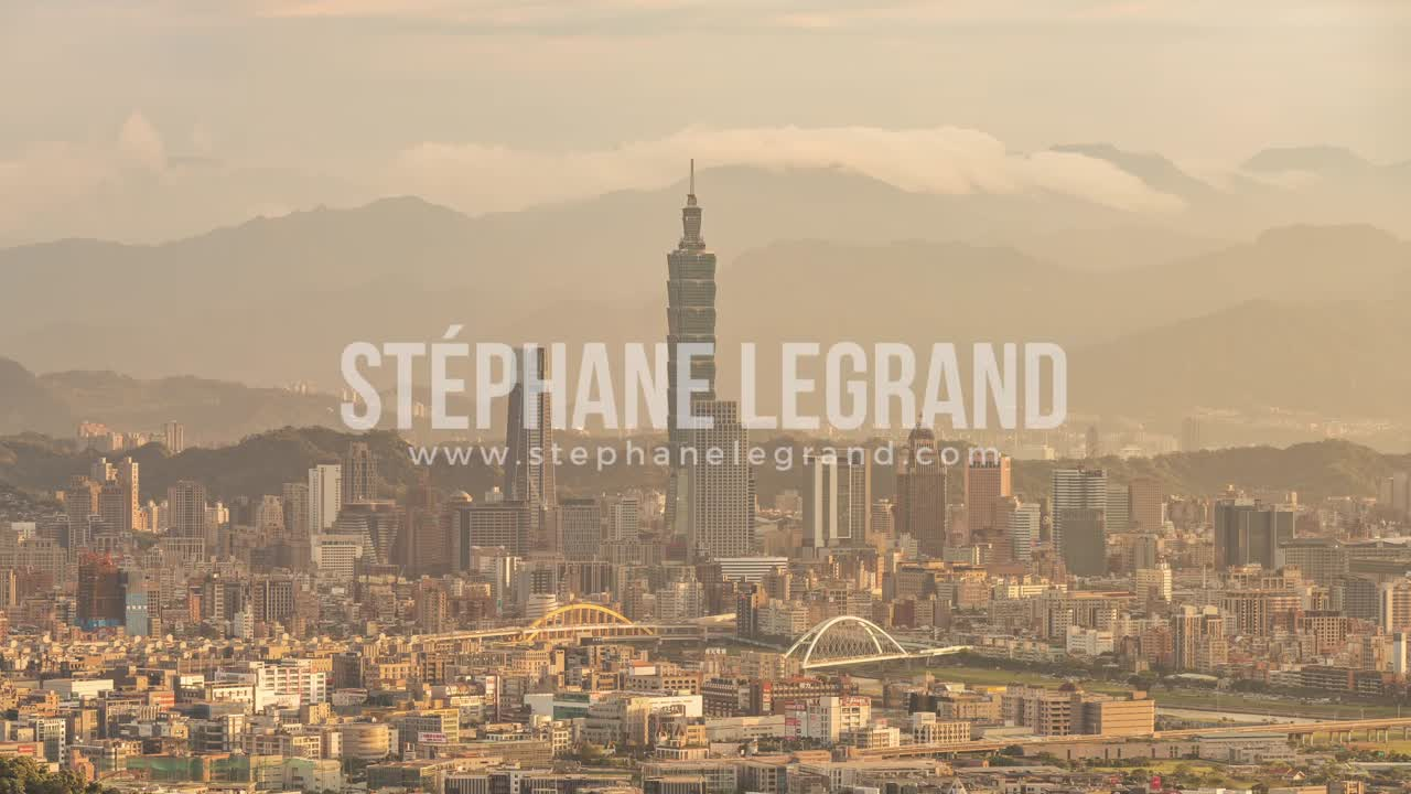 Taiwan | Close-up view of Taipei's downtown from the Mountains