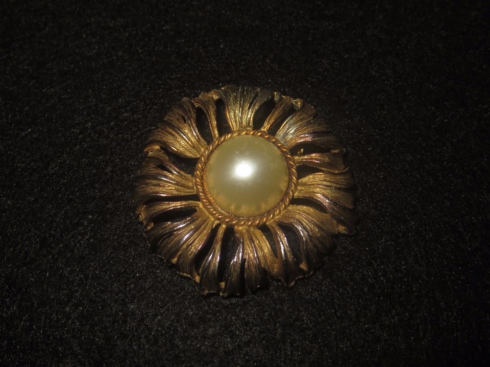 Goldtone Daisy with Pearl Center Brooch