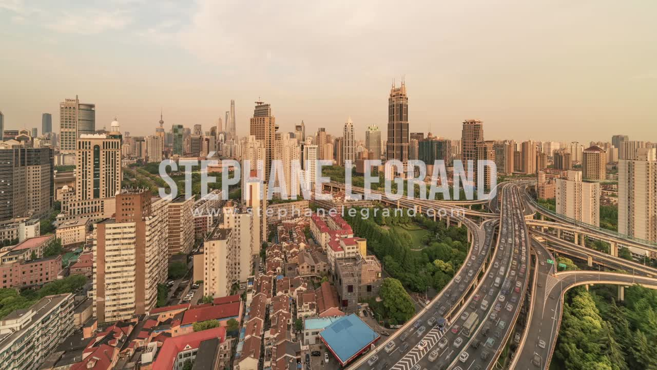 Shanghai, China | The Nine Dragon Pillar intersection before the Sunset