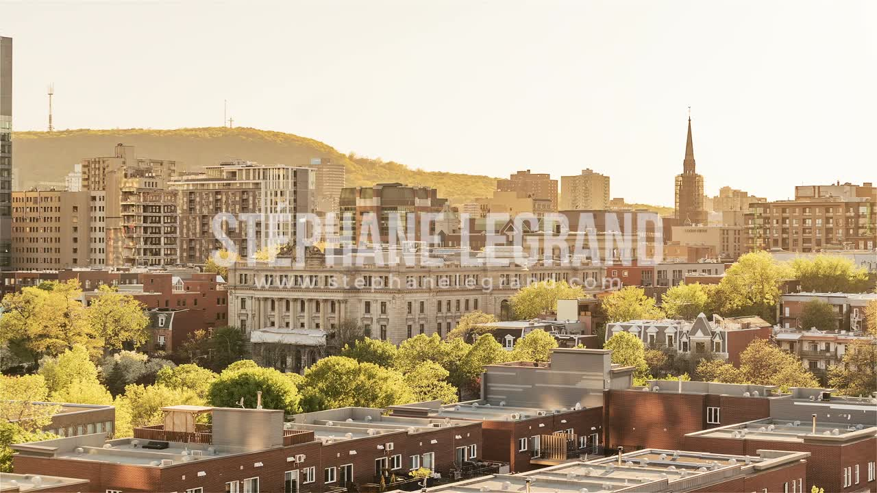 Montreal | View of The Plateau from Day to Night